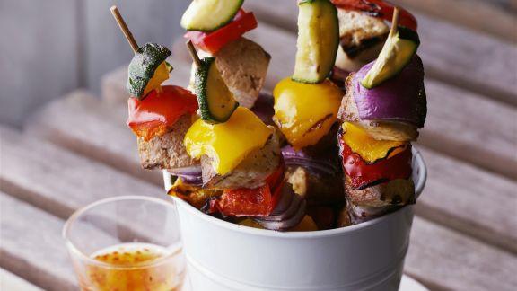 Rezept: Gemüsespieße vom Grill mit scharfer Soße