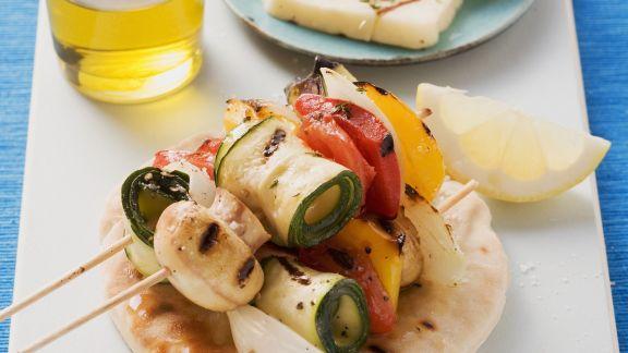 Rezept: Gemüsespieße vom Grill mit zypriotischem Käse