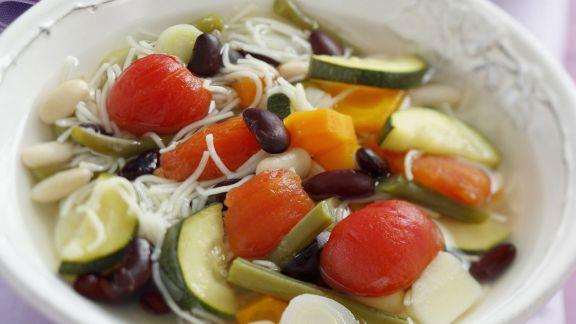 Rezept: Gemüsesuppe auf provenzalische Art mit Pesto