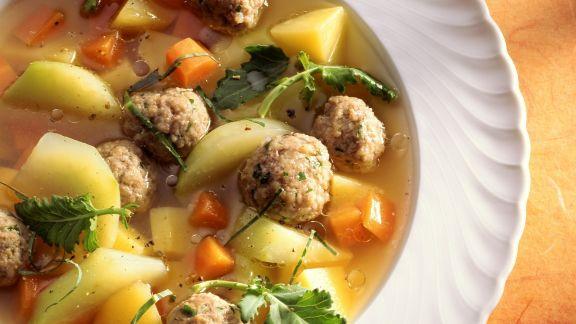 Rezept: Hackbällchensuppe mit Kohlrabi, Karotten und Kartoffeln