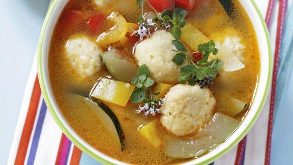 Rezept: Gemüsesuppe mit Käsebällchen