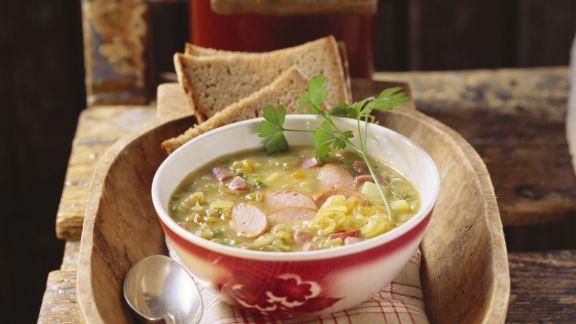 Rezept: Gemüsesuppe mit Katenschinken und Würstchen