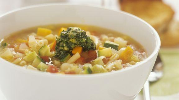 Rezept: Gemüsesuppe mit Pesto (Minestrone)