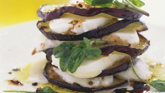 Rezept: Geschichtete-Mozzarella-und Auberginenscheiben