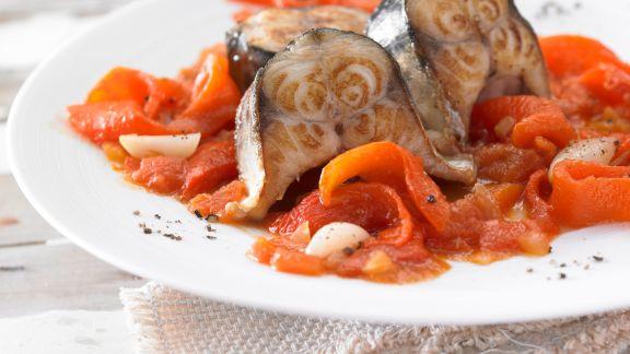 Rezept: Geschmorte Makrele mit Paprika