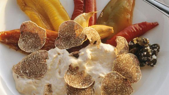 Rezept: Geschmorte Paprika mit Thunfischsoße und weißen Trüffeln