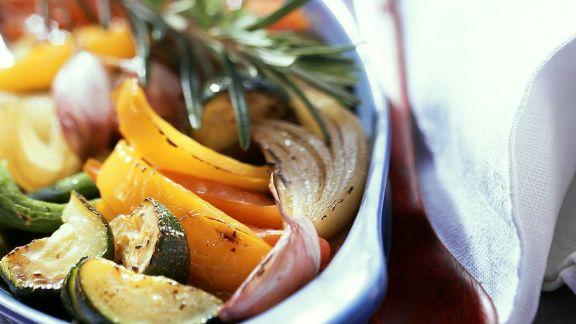 Rezept: Geschmortes Gemüse aus dem Ofen