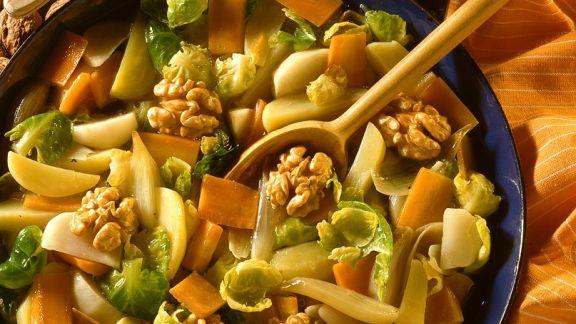 Rezept: Geschmortes Gemüse mit Nüssen