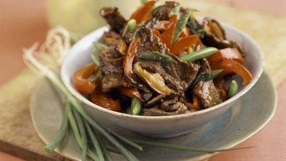 Rezept: Geschnetzeltes vom Rind mit Paprika und Lauchzwiebeln