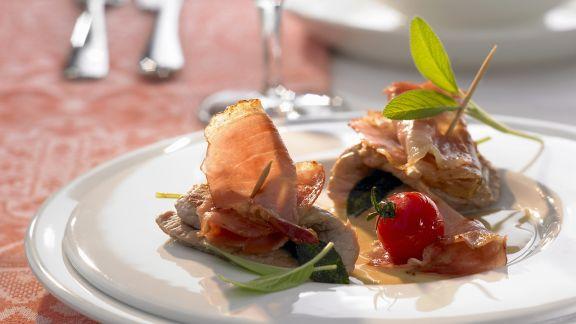 Rezept: Gespicktes Kalbsschnitzel (Saltimbocca) mit Weißweinsoße
