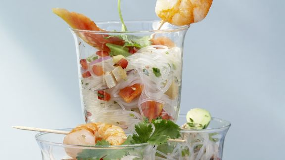 Rezept: Glasnudel-Papaya-Salat mit Avocado, Tofu und Garnelen