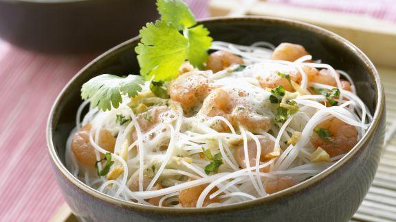 Rezept: Glasnudeln mit Kokosschaumsoße und Scampi