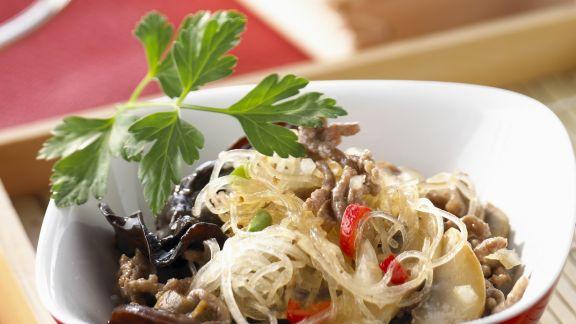Rezept: Glasnudelsalat mit Pilzen und Hackfleisch