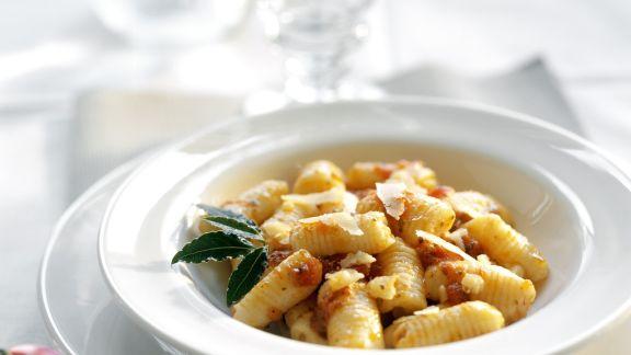 Rezept: Gnocchi mit Tomatensugo und Parmsan