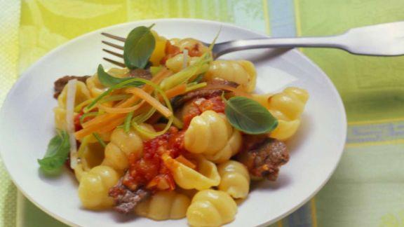 Rezept: Gnocchi-Nudeln mit Rinderfilet und Tomatensauce