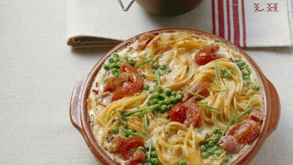 Rezept: Gratin mit Speck, Sahne, Eiern und Erbsen (Carbonara)