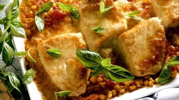 Rezept: Gratinierte Putenschnitzel mit Mais und Tomaten