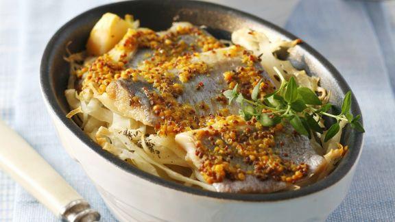 Rezept: Gratinierter Senf-Hering mit Weißkohl