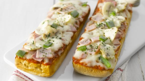 Rezept: Gratiniertes Baguette mit Pilzen und Schinken