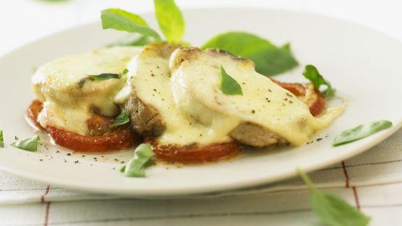 Rezept: Gratiniertes Schweinefilet mit Tomaten