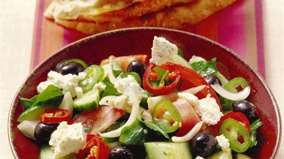 Rezept: Griechischer Salat mit Fladenbrot