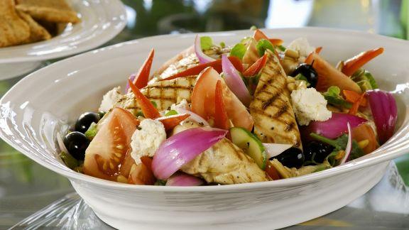 Rezept: Griechischer Salat mit gegrilltem Hähnchen