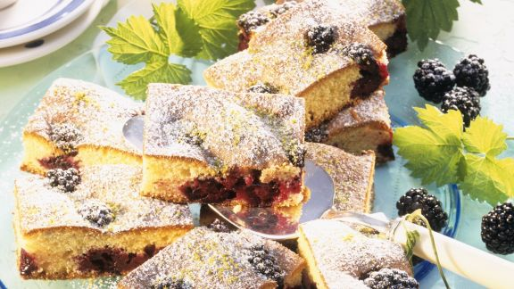 Rezept: Grieß-Brombeer-Schnitten