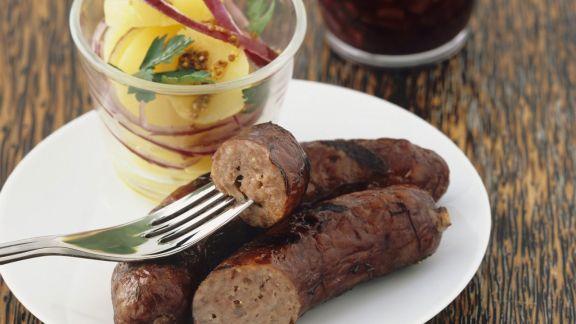 Rezept: Grillwürstchen mit Kartoffelsalat und Rotweinsoße