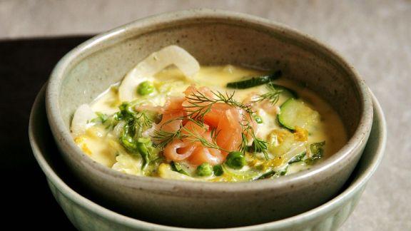 Rezept: Grüne Gemüsesuppe mit Lachs