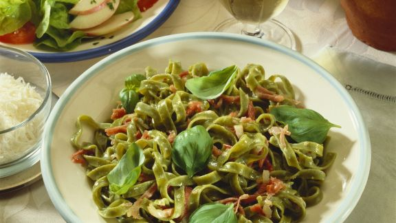 Rezept: Grüne Pasta mit Carbonarasoße