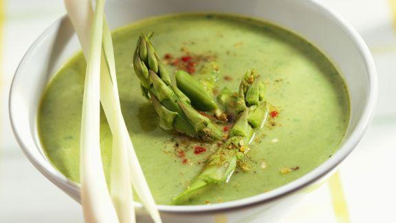 Rezept: Grüne Spargelsuppe mit Zitronengras