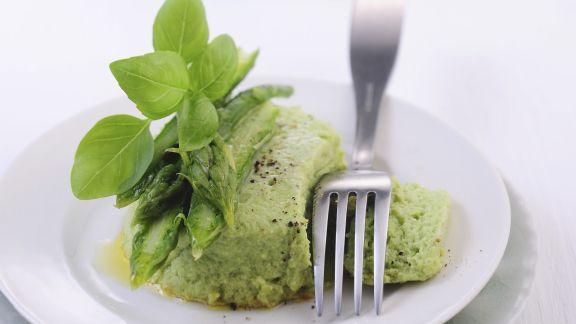 Rezept: Grüne Spargelterrine mit Basilikum