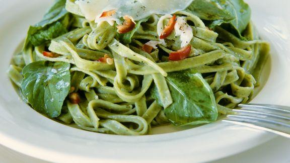 Rezept: Grüne Tagliatelle mit frischem Spinat und Chili
