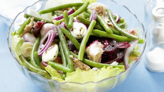 Rezept: Grüner Bohnensalat mit Thunfisch, Roter Bete und Wachteleiern