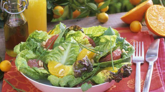 Rezept: Grüner Salat mit Grapefruit- und Orangenfilets