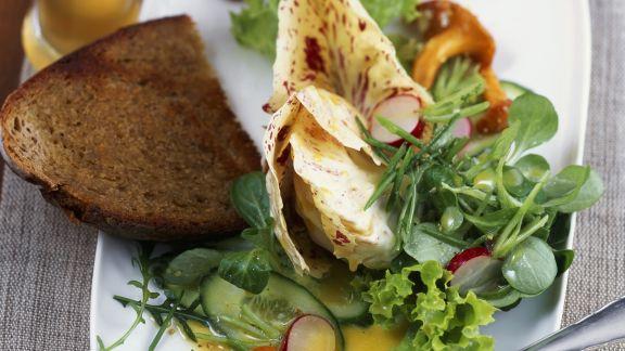 Rezept: Grüner Salat mit Pfifferlingen und Weißbier-Vinaigrette