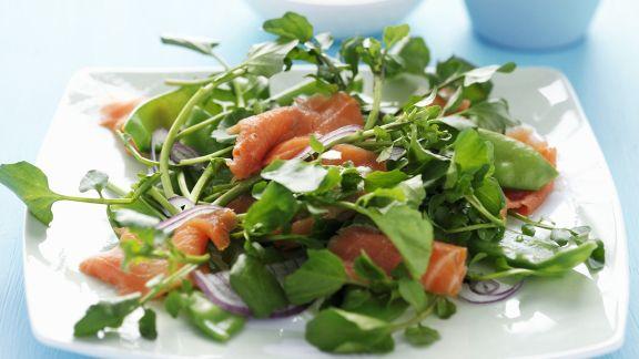 Rezept: Grüner Salat mit Räucherforelle