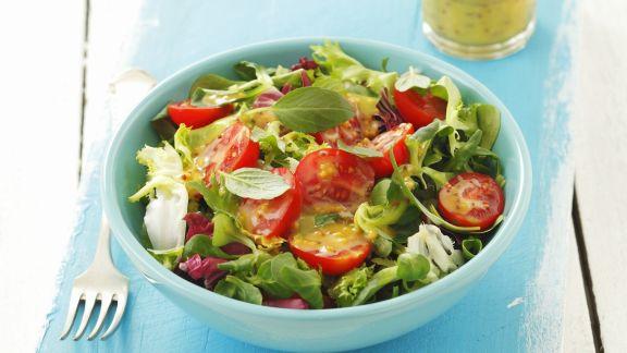 Rezept: Grüner Salat mit Tomaten und Senf-Honig-Vinaigrette