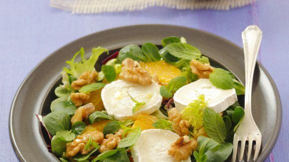 Rezept: Grüner Salat mit Ziegenkäse, Orangen und Walnüssen