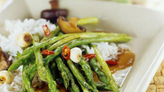 Rezept: Grüner Spargel asiatisch zubereitet