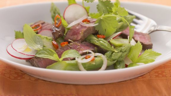 Rezept: Grüner Spargel-Rindfleisch-Salat