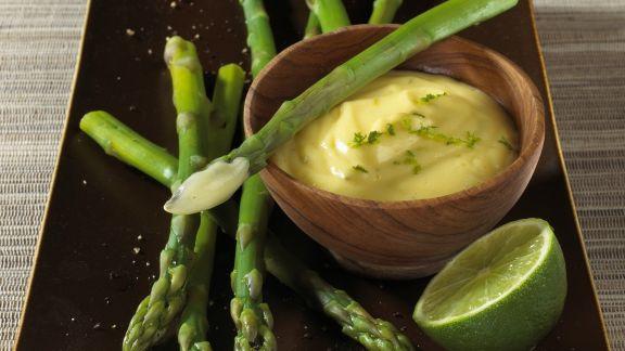 Rezept: Grüner Spargel und Hollandaise mit Limette