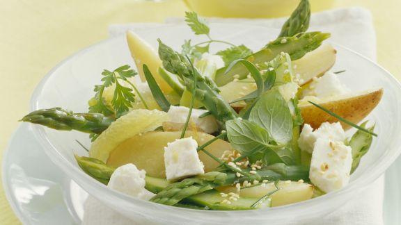 Rezept: Grüner Spargelsalat mit Birnen und Schafskäse