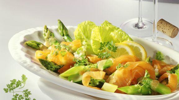 Rezept: Grüner Spargelsalat mit Räucherlachs