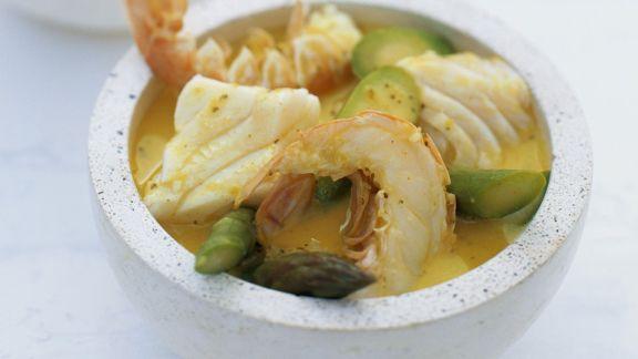 Rezept: Grünes Curry mit Kokos, Kaiserhummer, Kabeljau und Spargel