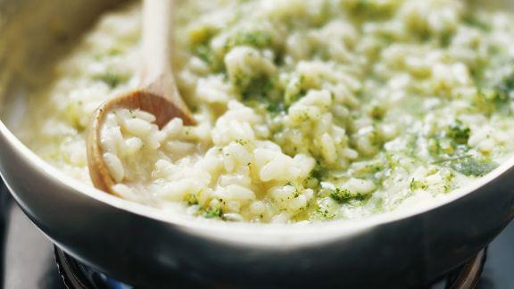 Rezept: Grünes Risotto mit Pesto aus Feldsalat und Spinat