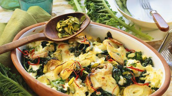 Rezept: Grünkohlauflauf mit Mozzarella, Pistazien und Chili