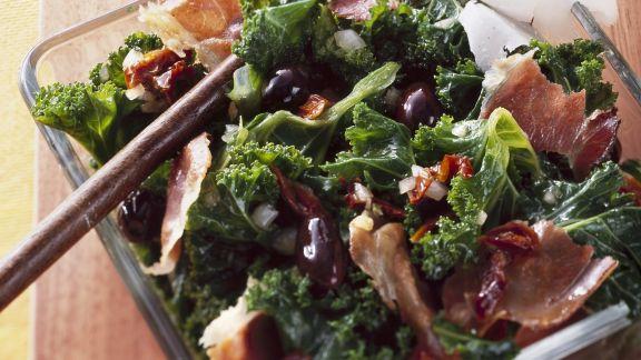 Rezept: Grünkohlsalat mit Schinken und Parmesan