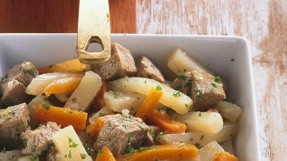 Rezept: Gulasch mit Möhren und Kohlrabi