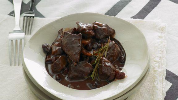 Rezept: Gulasch vom Lamm mit Cranberrie-Portwein-Soße